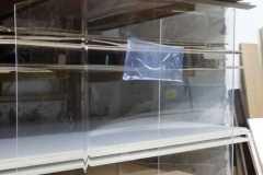 Barriere-in-Plexiglass-curvato-con-fessura-passa-carte
