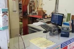 barriere-in-plexiglass-da-banco-2